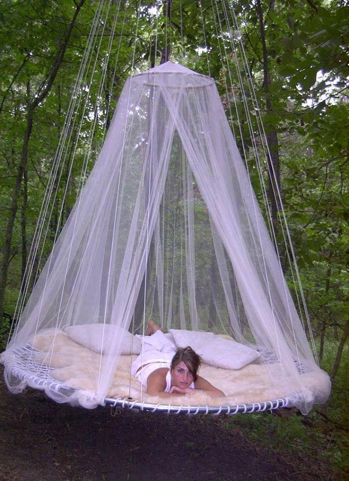 Diese 9 Hangebetten Sind Buchstablich Zum Traumen So Schon Ich Mochte Sie Alle Diy Bastelideen Outdoor Hanging Bed Outdoor Bed Floating Bed