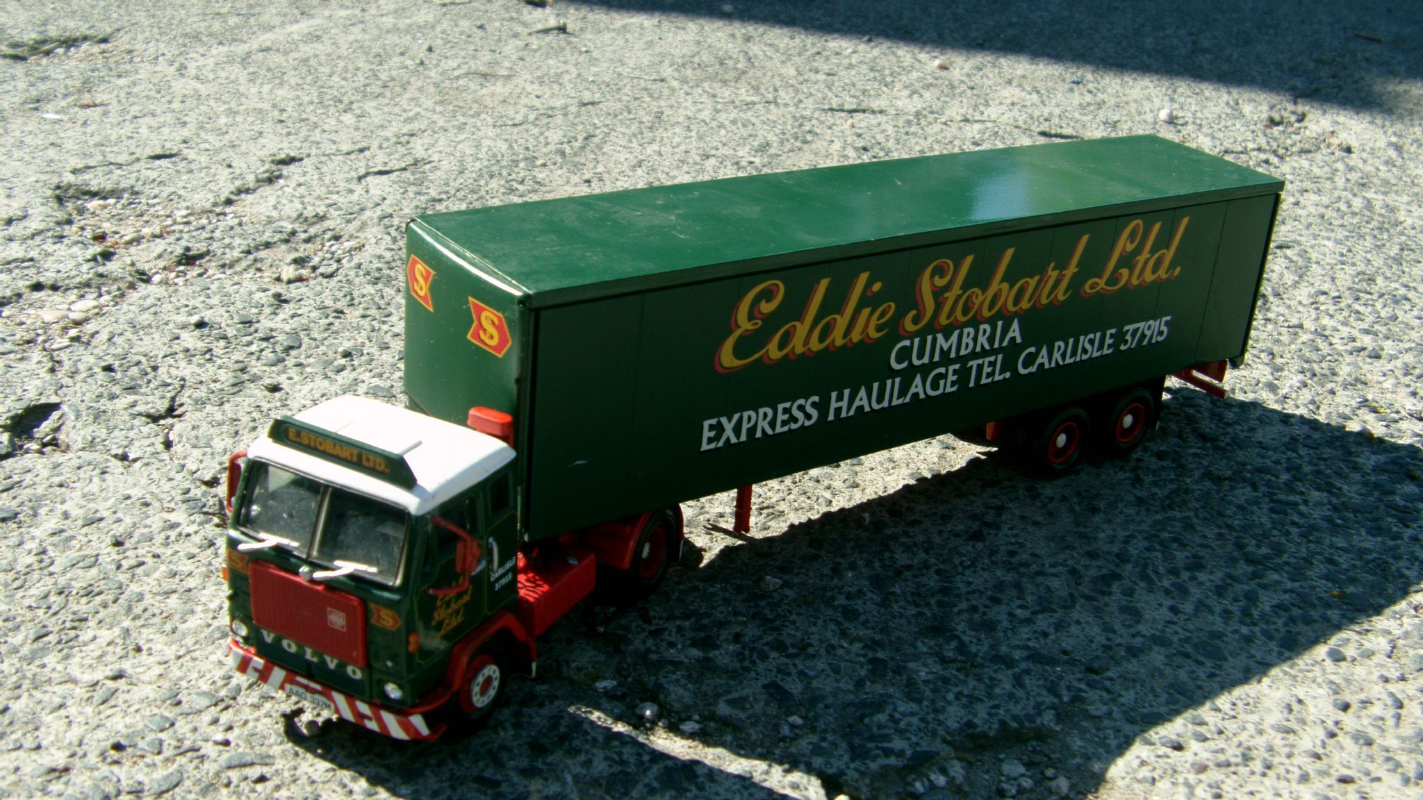 item corgi specially made code 3 classic volvo delivery truck in eddie stobart livery description model [ 2048 x 1152 Pixel ]