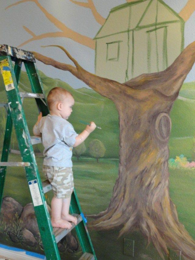 Wand malen Baumhaus grüne Wiese und Berge | Kinderzimmer | Pinterest