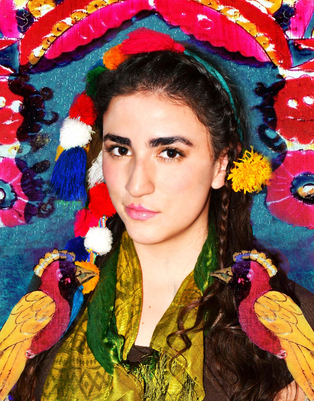 """""""Pinto auto retratos porque estoy mucho tiempo sola"""" Feliz Cumpleaños Frida!   Photograph and makeup: Bunnyteam  Model: Mariana Fraga"""