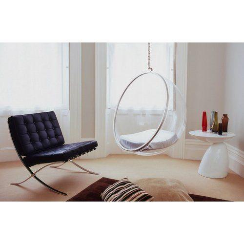 futuristisches möbeldesign pierre paulin der bubble chair von eero aarnio galaktisches und futuristisches design treffen aufeinander ergeben einen der wohl ausgefallensten sessel mit silberfarbenen kissen
