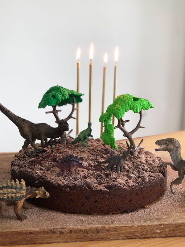 Dinoparty, Partydeko, Kuchendeko mit Schleich und Playmobil #geburtstagskuchenkinder