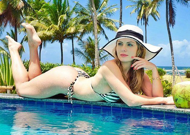 Ex Bbb Renatinha Mostra Que E Gata Da Praia Nas Redes Sociais Celebrity Feet Actresses Instagram