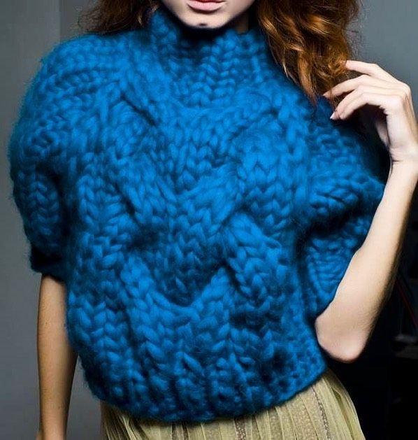 Debela vuna i plava boja koja osvaja su apsolutni hit ove jeseniChunky yarn and irresistible blue color are absolute favorites this fall#mipletemosljubavlju