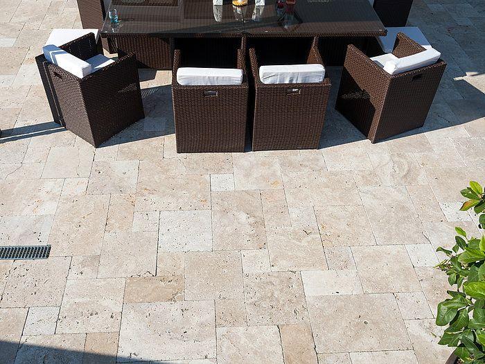 votre terrasse vous fait voyager sur les c tes m diterran ennes terrasse en pierre naturelle. Black Bedroom Furniture Sets. Home Design Ideas