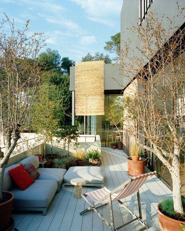 Im Sommer wird diese geräumige Terrasse zum zweiten Wohnzimmer - modern country wohnzimmer