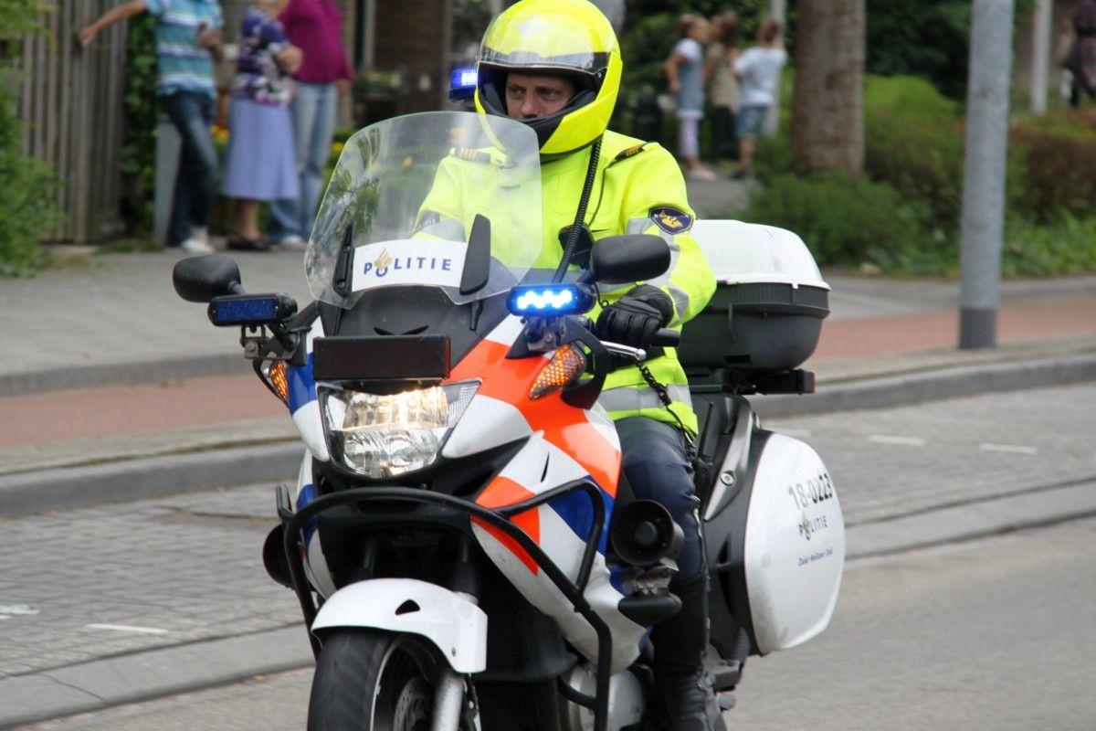 Politieagent Te Motor Politie Pinterest Politie En Foto