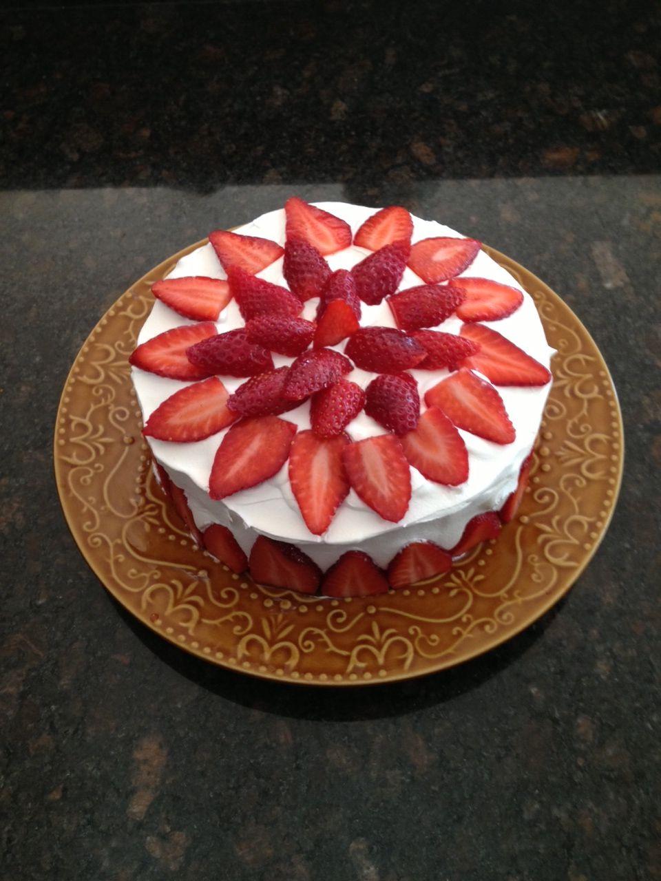 toms angel food cake with strawberry preservesvanilla