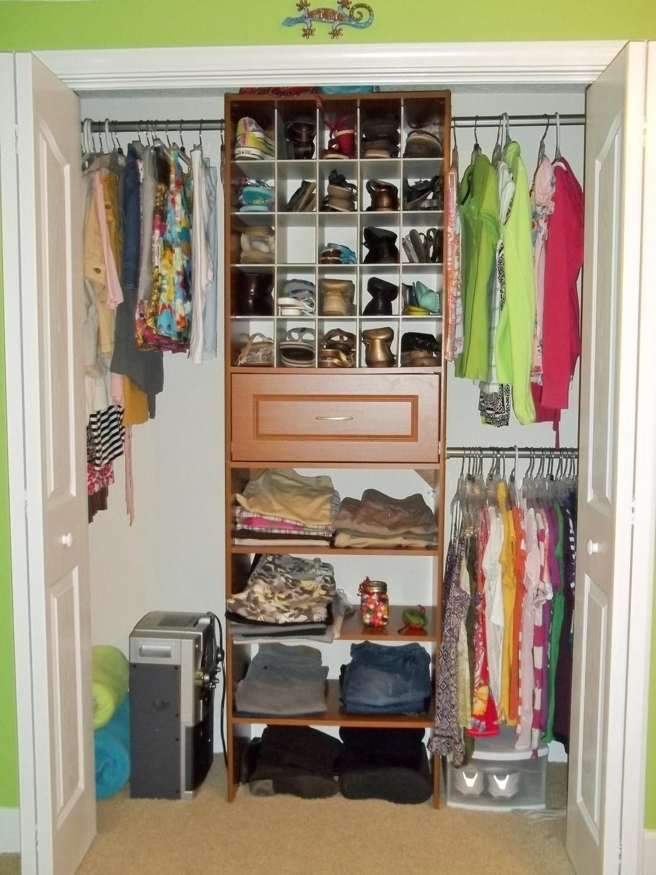 Sketch of small bedroom closet organization ideas for Ideas to organize closets