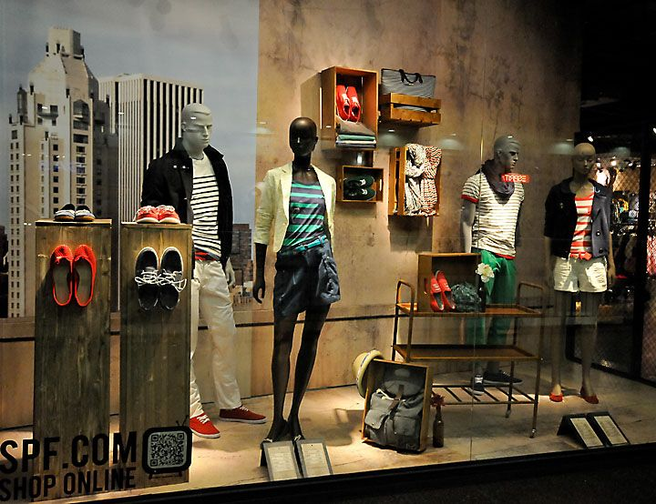 Springfield window display, Budapest visual merchandising ...
