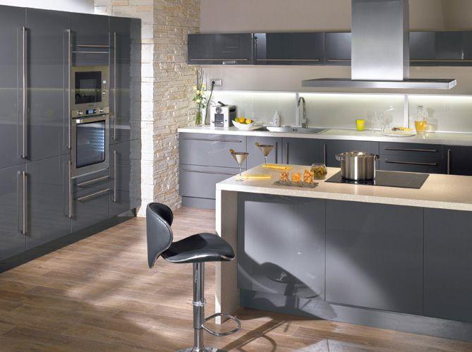 Une Cuisine Design Pour Un Interieur Contemporain Elle Decoration Cuisines Design Deco Cuisine Grise Cuisine Conforama