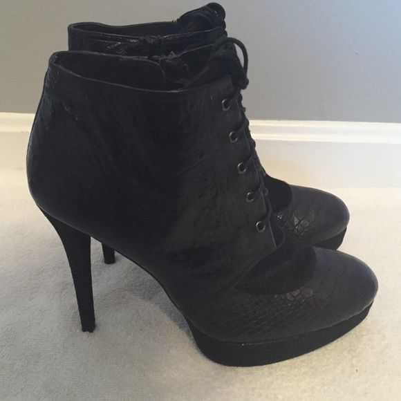 Stuart Weitzman Embossed Lace-Up Booties discount Cheapest clearance online official site new arrival cheap price nzpEg5uqJ