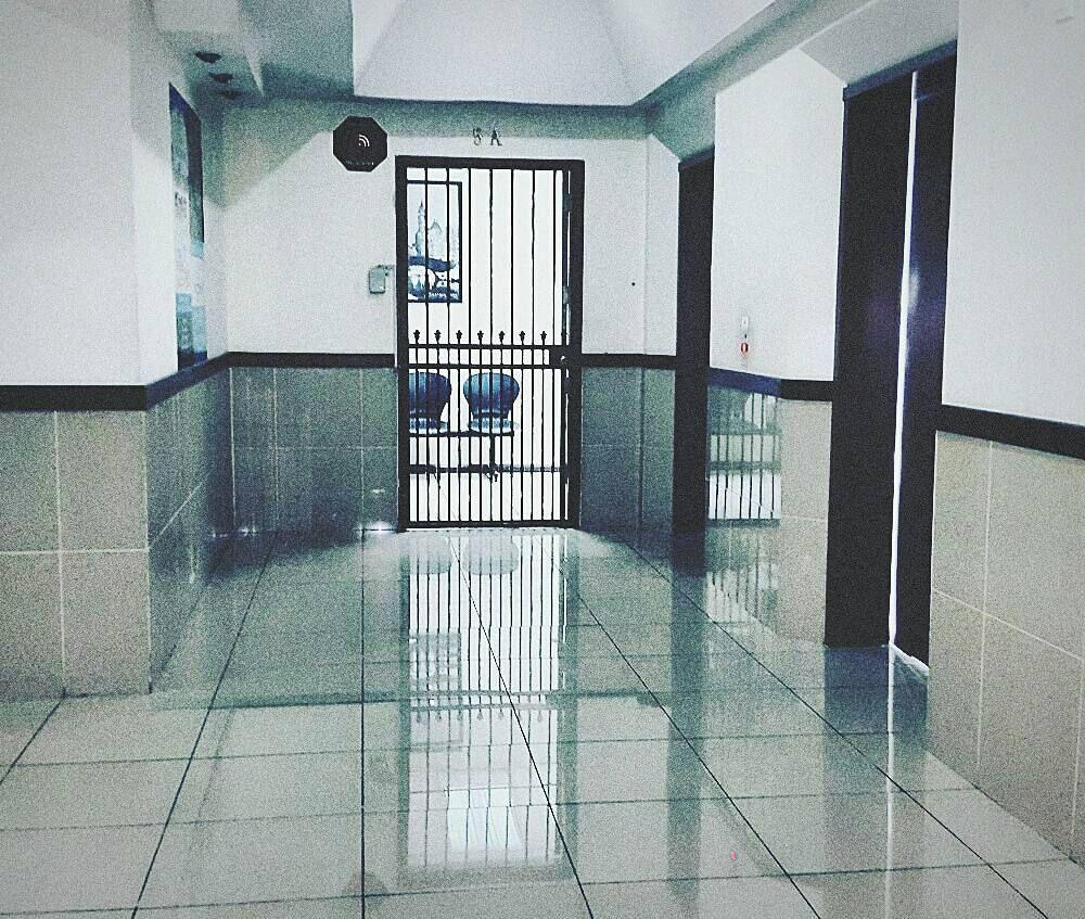 #mypic #edificio #pasillo #soledad #frio #Guate #trabajo #oficina #office #eyeem by 3l_kike