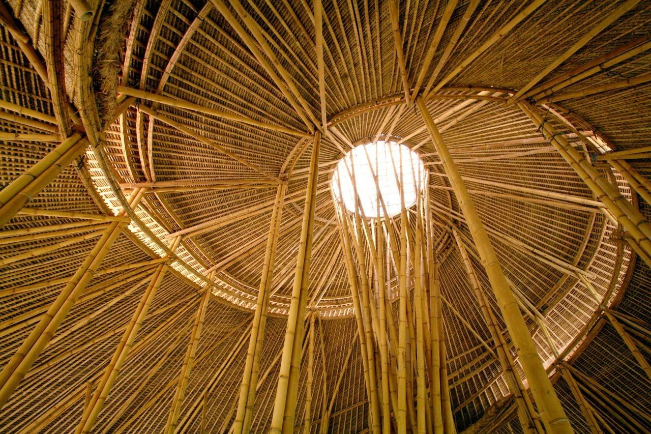 Últimamente, les hemos ido presentando una serie de Obras de Arquitectura, que han utilizado el Bambú como materia pr...