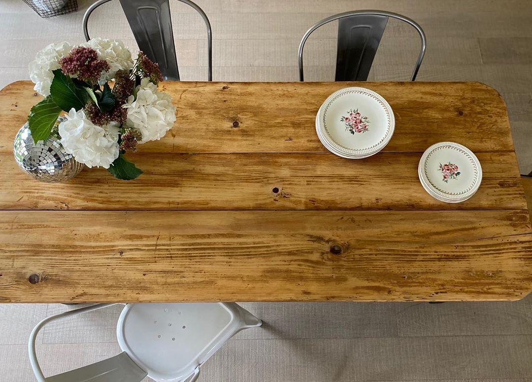 La Brocante D Agathe Sur Instagram A Vendre Jolie Table De Ferme Plateau Brut Vernis Et Pieds Repeints En Gri Table De Ferme Mobilier De Salon Brocante
