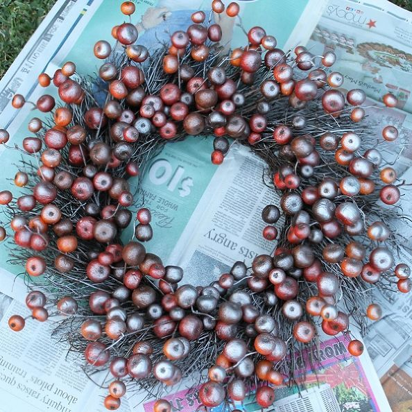 Turn a Fall Clearance Wreath Into a Christmas Wreath Silver spray