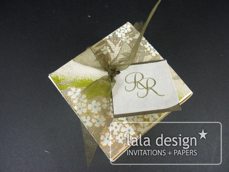 Green and gold lolly box