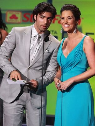 cutest couple ever.. the way they interact is what ever person dreams for in a relationship <3 Jencarlos Canela y Gaby Espino.