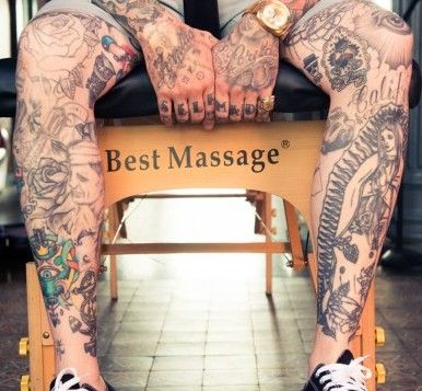 Guy massages a strong tattooed body