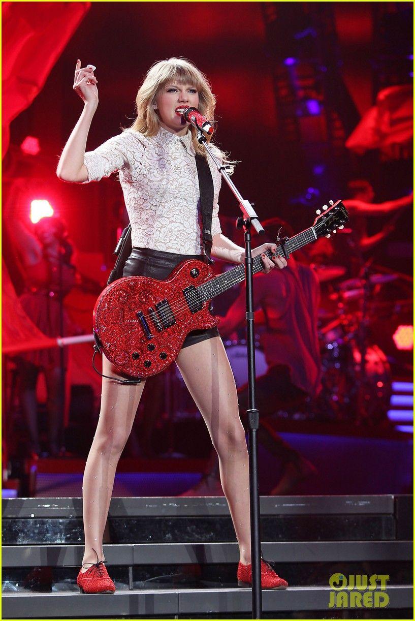 Taylor Swift Club Red Fan Meet Greet In Newark Red World Tour