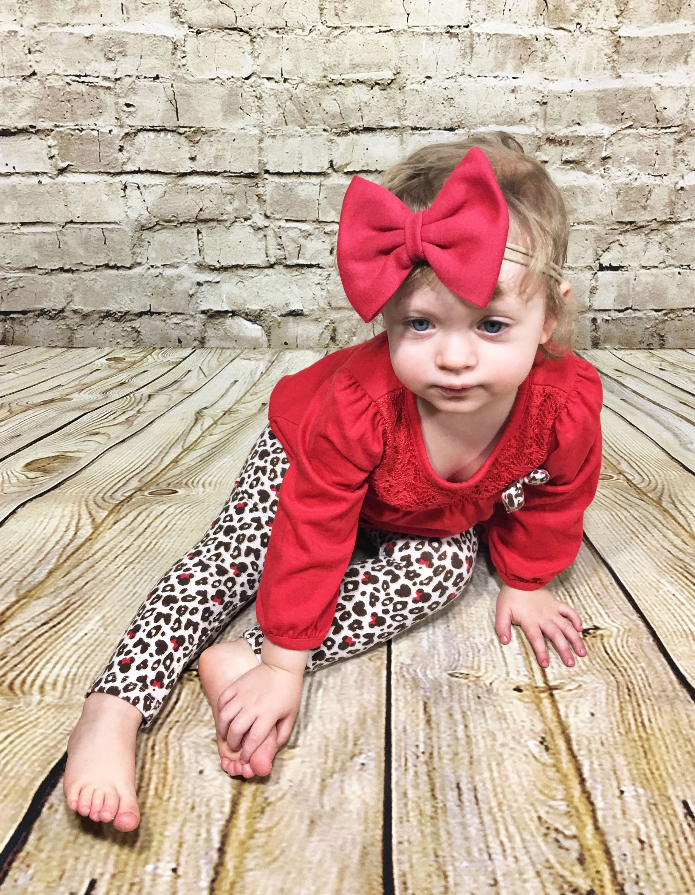 Red Bow Headband- Red Bow; Red Hair Bow; Red Nylon Headband; Baby Headband; Baby Nylon Headbands; Bow Headband; Big Bow Headband; Nylon Bows by SuVernBowtique on Etsy