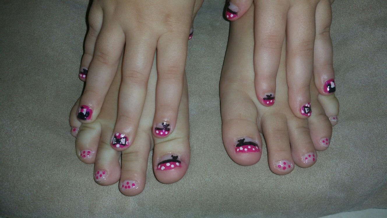 Minnie mouse nails !!!