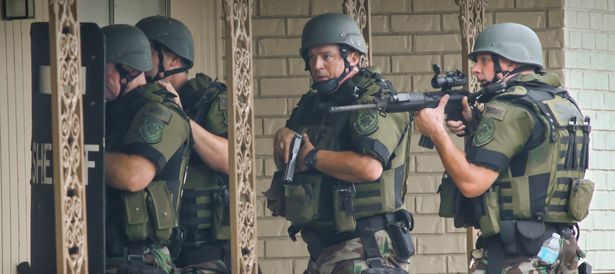 Cobb County Sheriff Swat Officers Make Entry Into Empty Units At The Concord Chase Apartment Complex A Cobb County Polic Photojournalist Atlanta Journal Photo