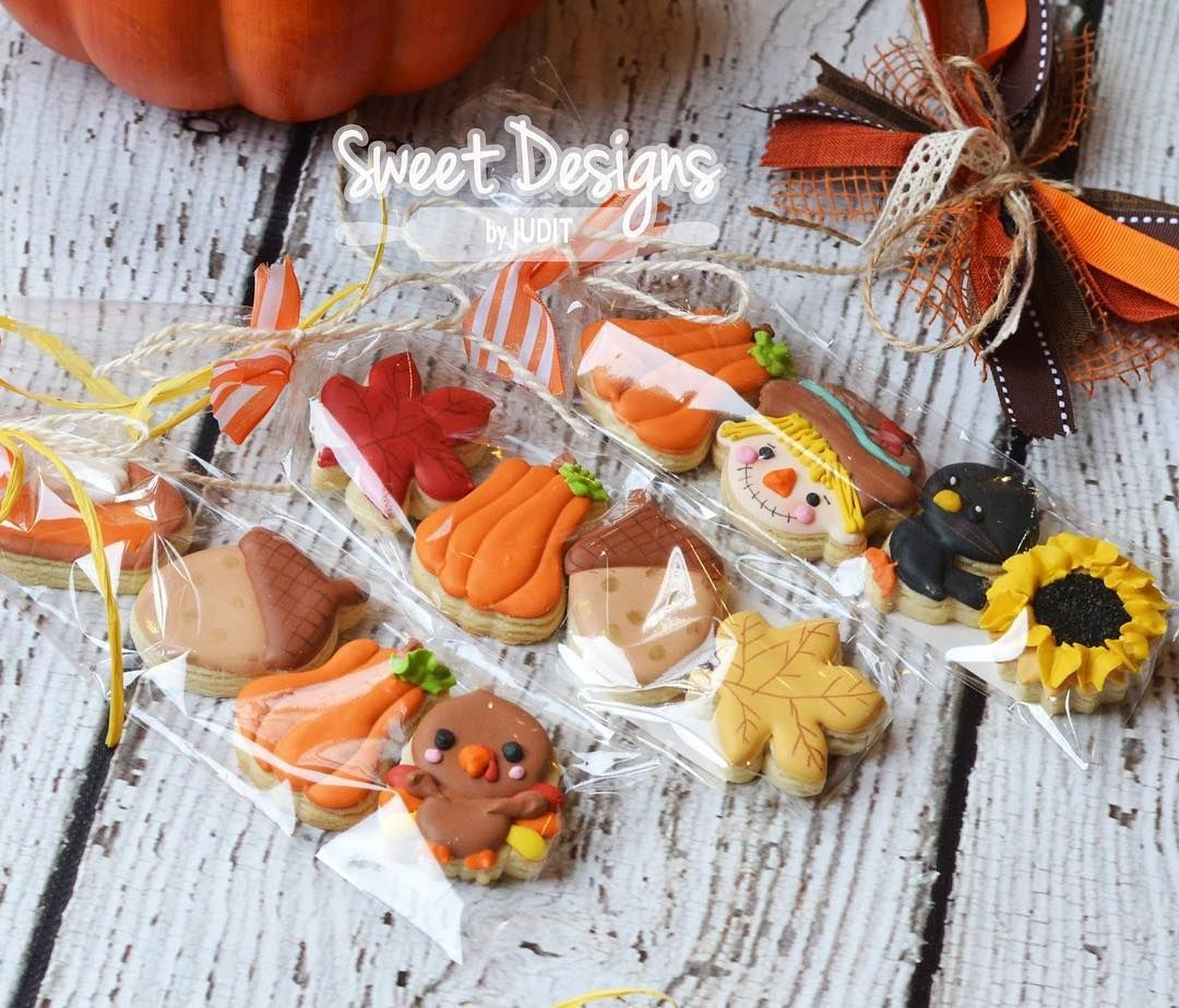 Thanksgiving Preorders Are Available On My Facebook Page Upstatebakery Greenvillecookies G Thanksgiving Cookies Decorated Fall Cookies Thanksgiving Cookies