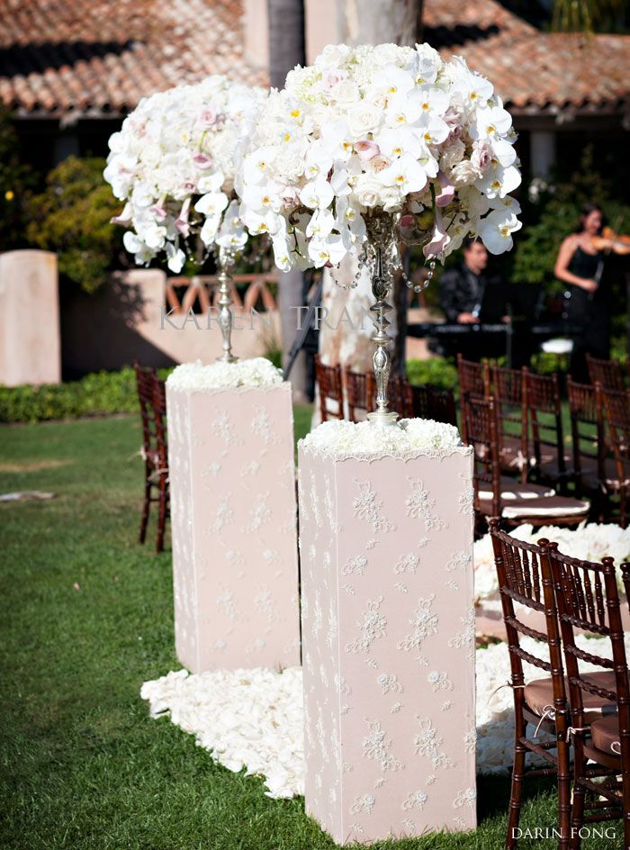 Lace Columns For Wedding Ceremony Makes A Romantic Entrance