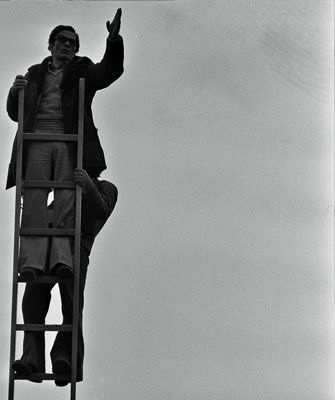 "Pier Paolo Pasolini sul set del film ""Salò"" (Archivio Fotografico ""Deborah Imogen Beer e Gideon Bachmann""- Cinemazero)"