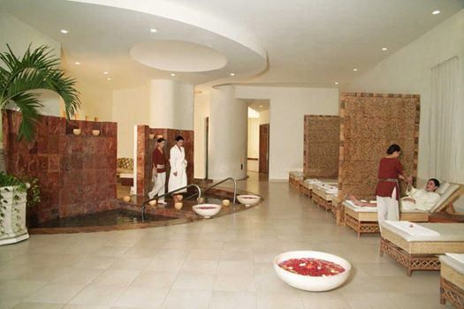 В сердце роскошного отеля Гранд Велас раскинулся оазис спокойствия и дзена с оборудованием для гидротерапии и 20 залами спа.