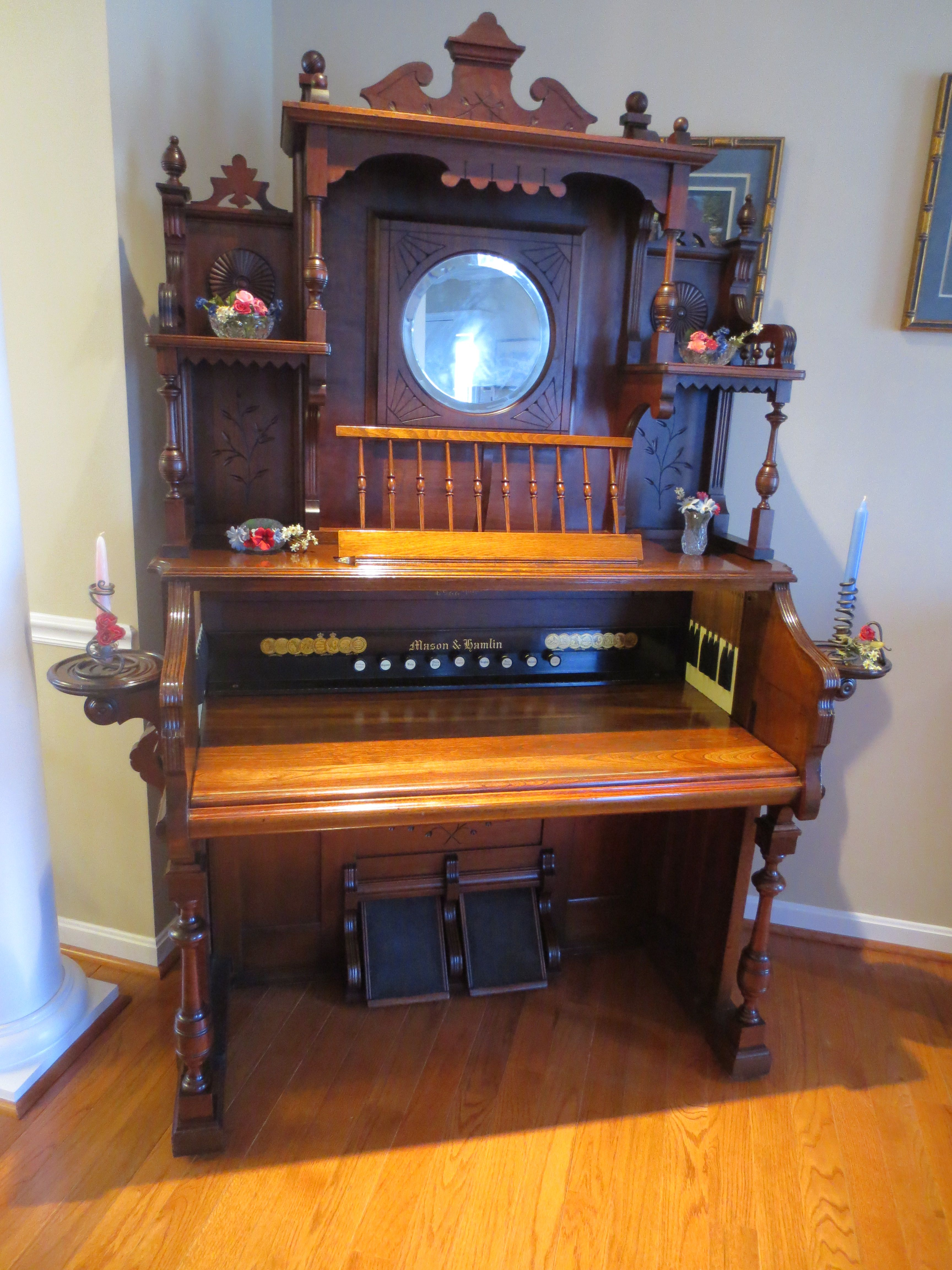 C 1892 Mason Amp Hamlin Co Walnut Organ Desk Pump Organ