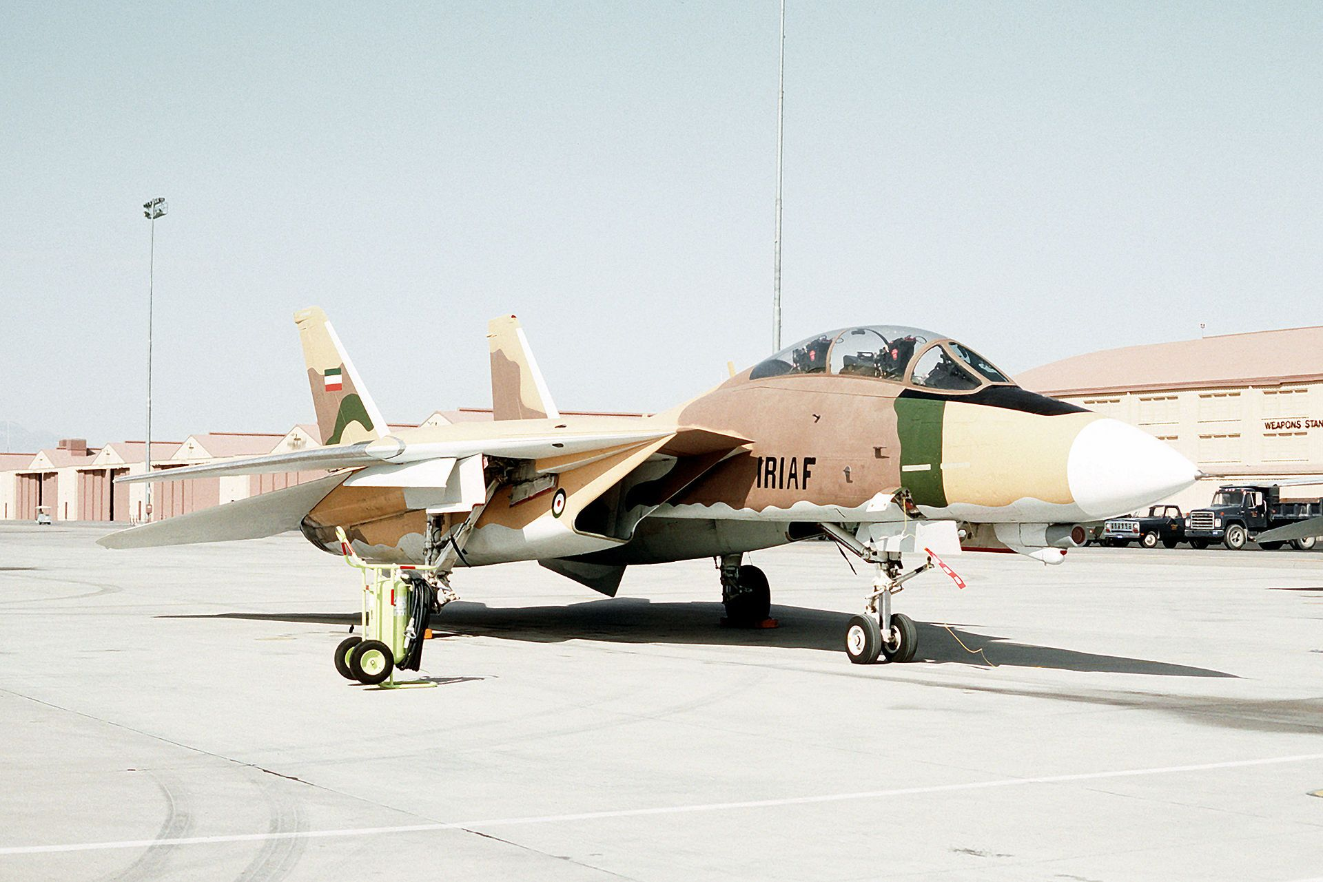 US F-14 painted like an Iranian fighter - F-14雄貓式戰鬥機 - 維基百科,自由的百科全書   Fighter jets, Fighter, Navy aircraft carrier