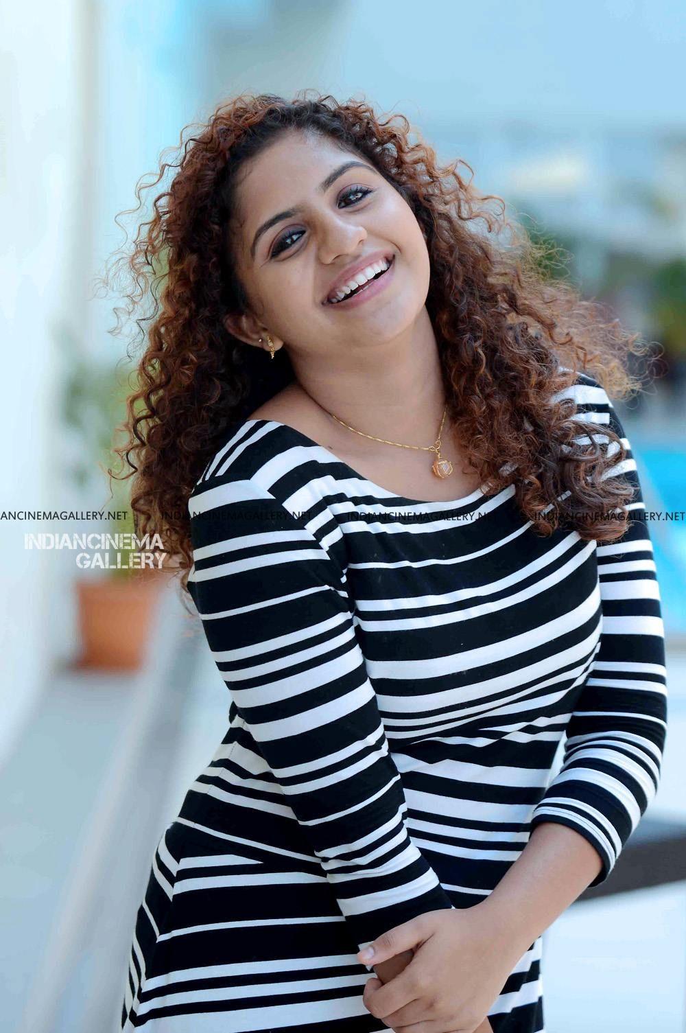 Noorin Shereef Photo Shoot March 2019 3 Stylish Girl Images Beautiful Indian Actress Indian Actress Photos