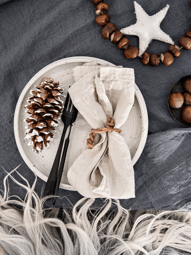 nordic style xmas table with HMCo linen..
