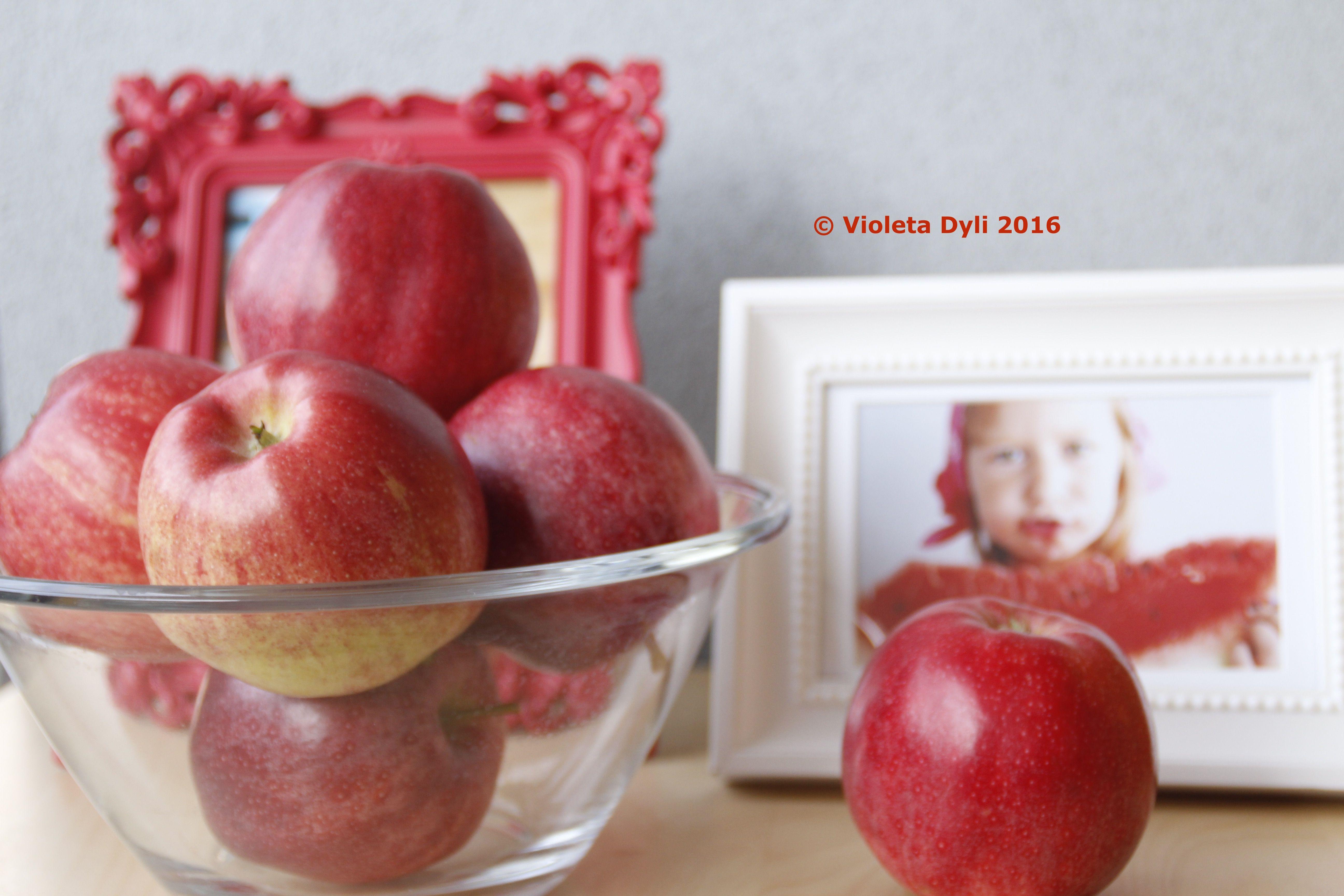 Qualcosa di rosso , apple .