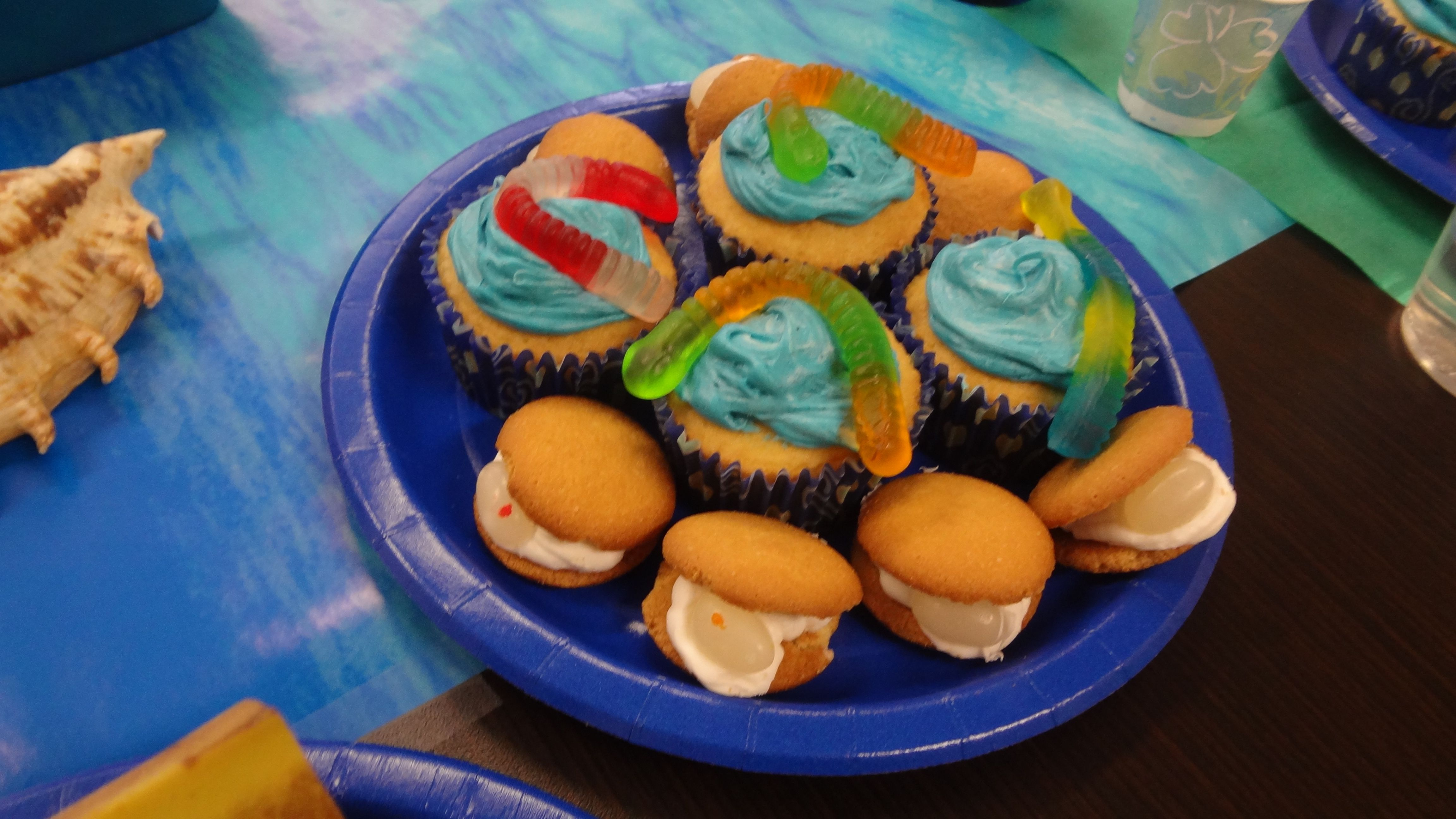 Make oysters with frosting and a jelly bean inside two vanilla wafers. Add blue frosting and a gummy worm to your choice of cupcakes! #bookit #books #kidslit #reading #party