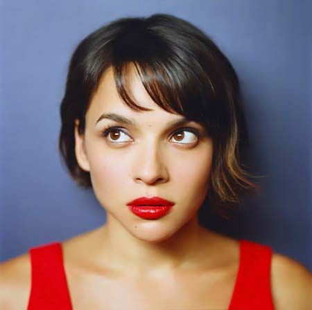 Cut Line: Obsessed with Norah Jones\' Short Asymmetrical \'Do ...