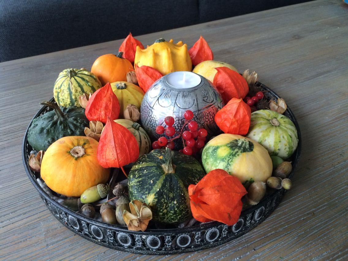 Herfst decoratie met kalebassen en vondsten uit het bos for Decoratie herfst