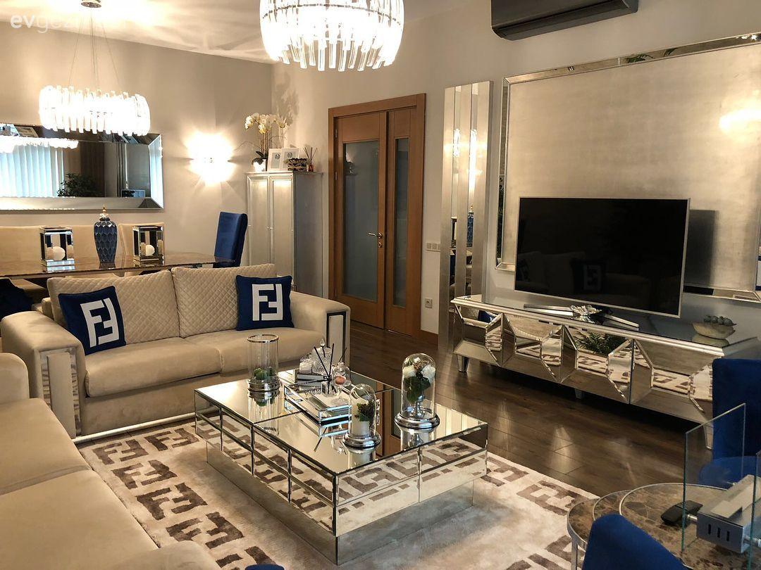 Aynalı mobilyalar, göz alıcı aksesuarlar.. Cazibe dolu bir salon dekoru.. - 6 | Ev Gezmesi