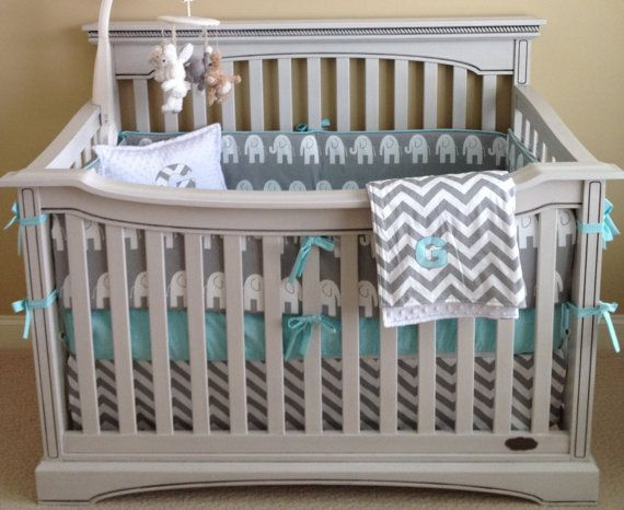 Set de cuna de elefantes en gris y celeste | Baby\'s room ...