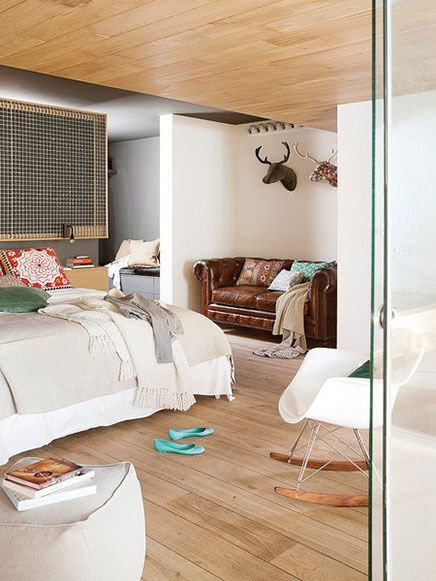 Transparante slaapkamer van loft in Barcelona - Slaapkamer ...
