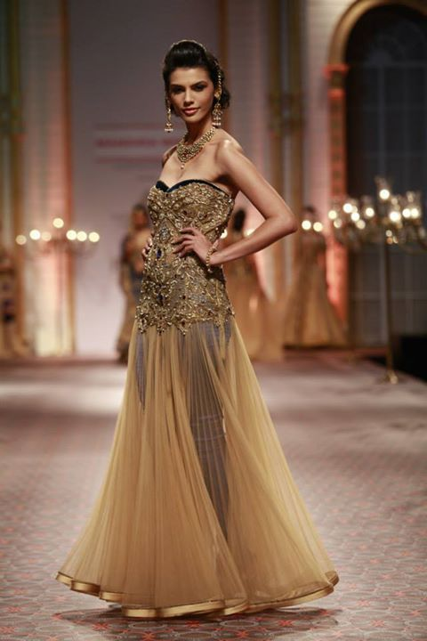 5 Fusion-Style Indian Wedding Reception Outfit Ideas that you can ...