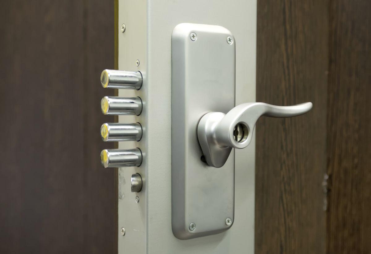 פרזול ומוצרי אלומיניום Door Lock Security Security Door Locksmith Services