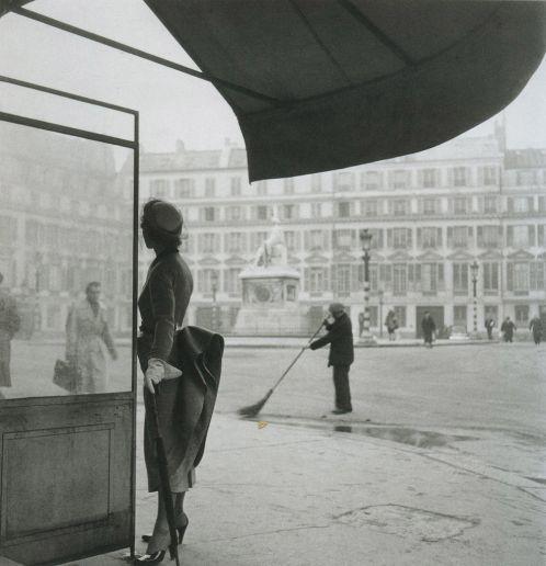 Parisian perfection!  Dior 1948/Ph. Clifford Coffin