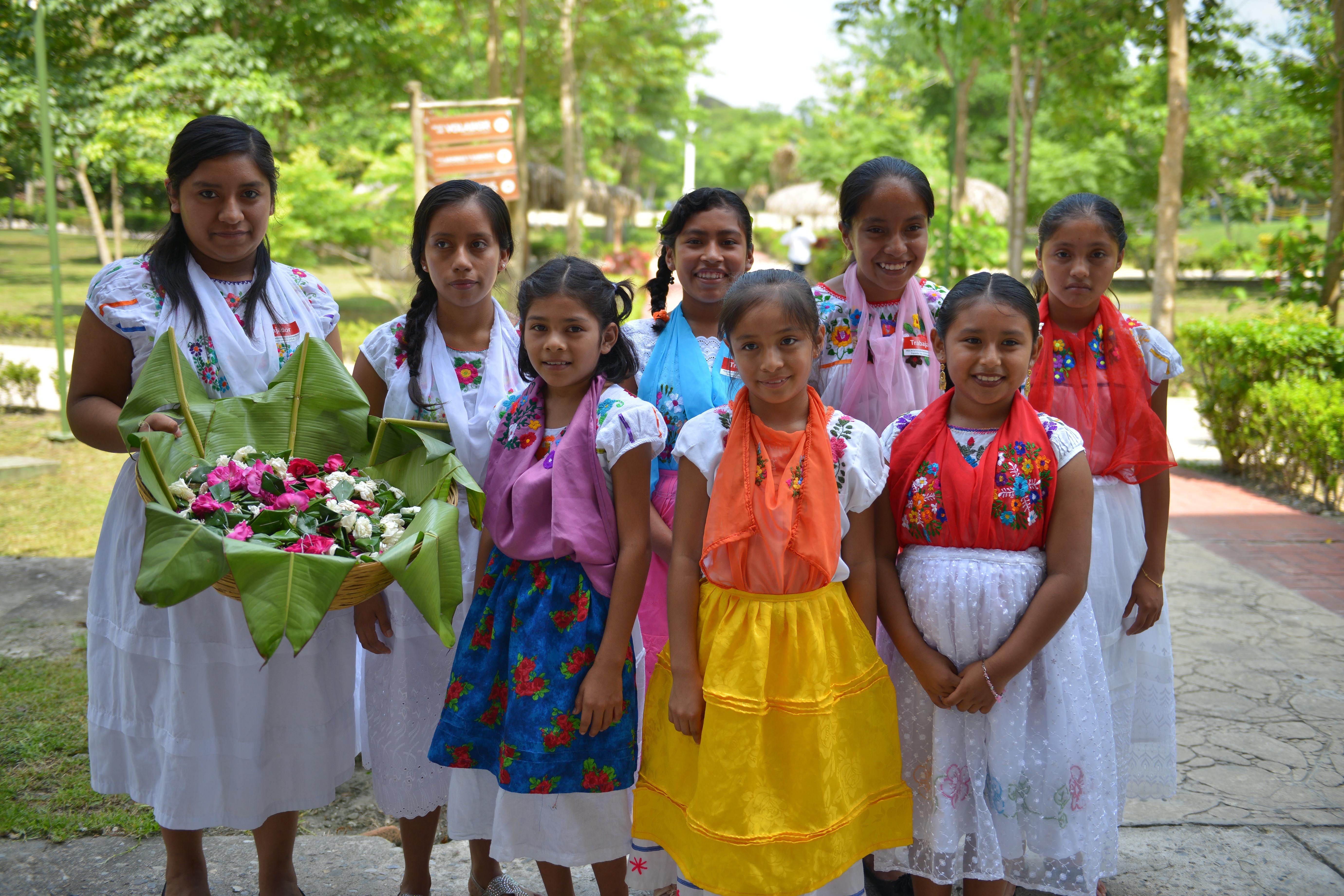 En el marco del Mes de la Cruzada Nacional contra el Hambre, el gobernador Javier Duarte de Ochoa encabezó en el Parque Temático Takilhsukut la entrega proyectos productivos que benefician a mil 116 mujeres de 46 municipios de la región del Totonacapan.
