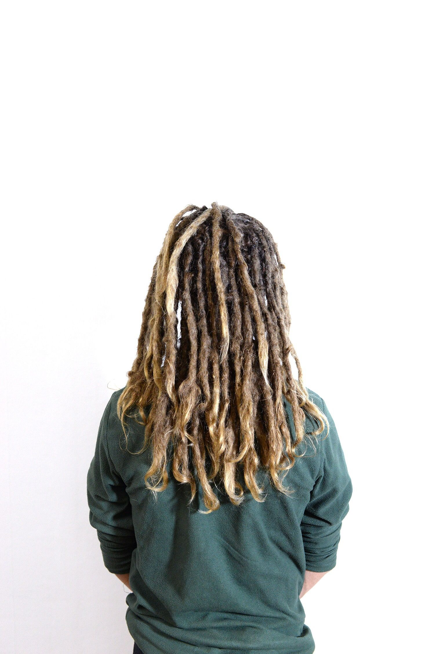 This i Elias, he has been a dreadhead for a few years now. It was time for some dreadlock maintenance to get his dreadlocks nice and tidy.  I really like how the tips of his dreadlocks makes that nice curl