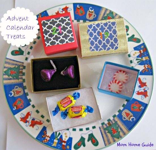 Mini advent calendar gift boxes with treats inside to count down to Christmas with the kids!