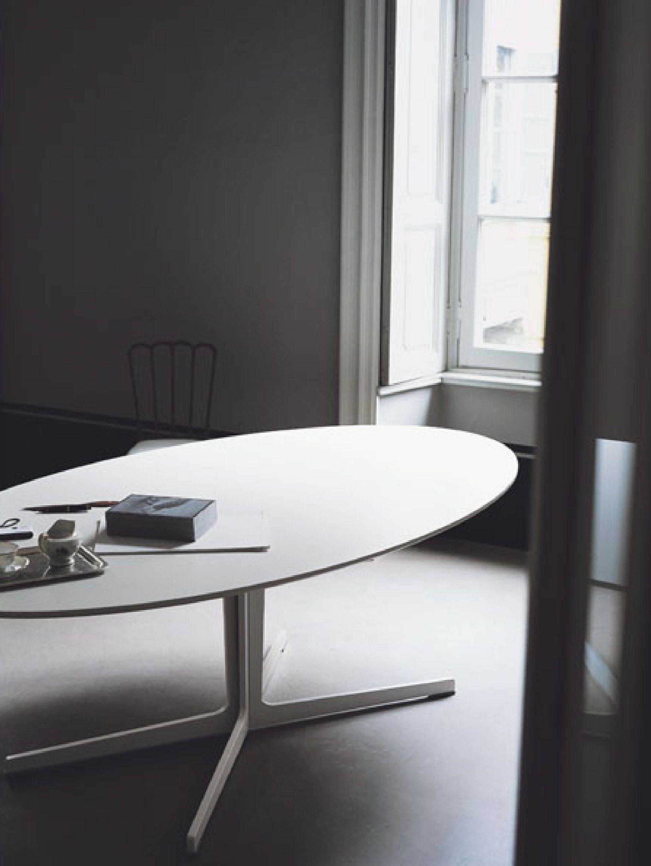 ovaler tisch split by tacchini italia forniture design. Black Bedroom Furniture Sets. Home Design Ideas