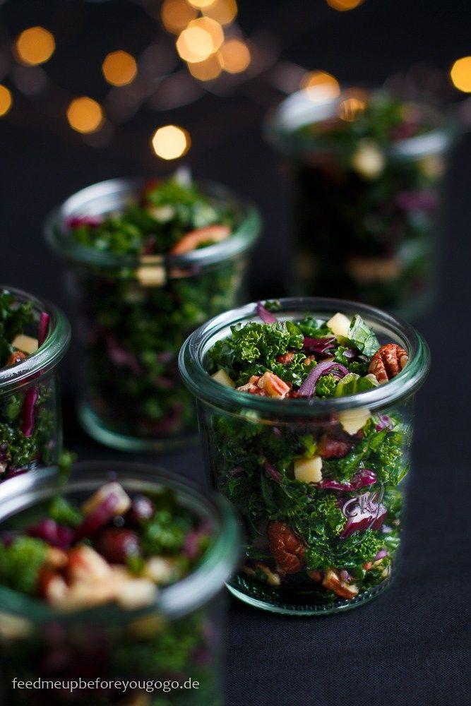 Für die Silvesterparty: Wintersalat im Glas mit Grünkohl, Cranberrys und Champagner-Orangen-Dressing #buffet